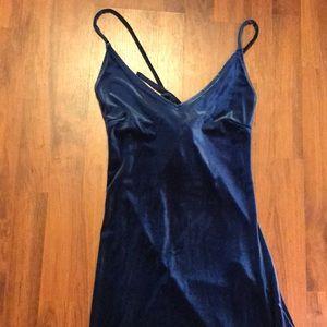 Dresses & Skirts - 🚹Blue Velvet evening dress!! Size SMALL